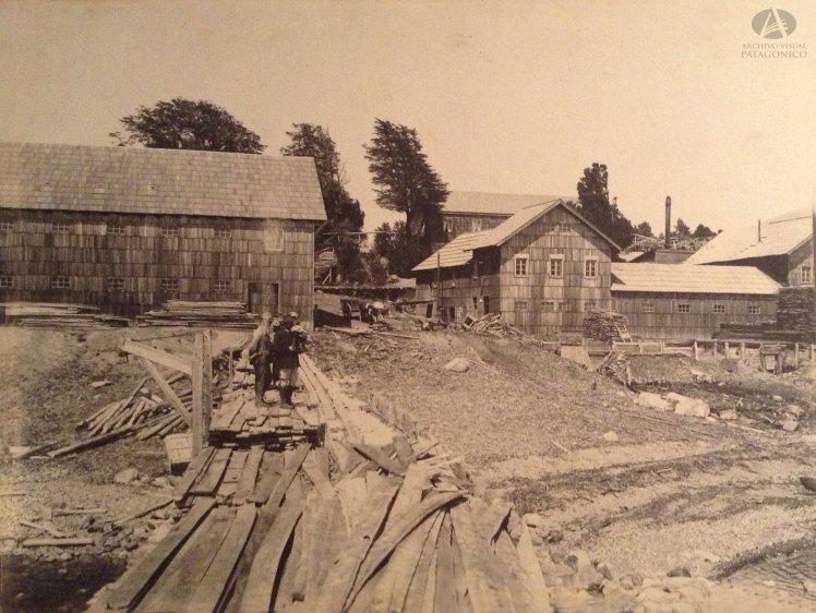 Aserradero y carpintería de Bariloche, Actual Puerto San Carlos, Autor Jerman Wiederhold Ca. 1910